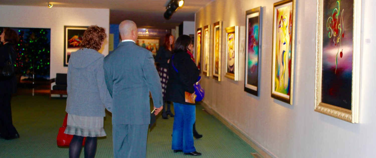 Collectors and fans in the Yin siblings' joint exhibition Ohio