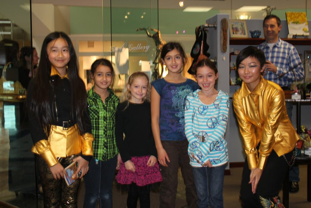 Zoe Yin with fans in Ohio